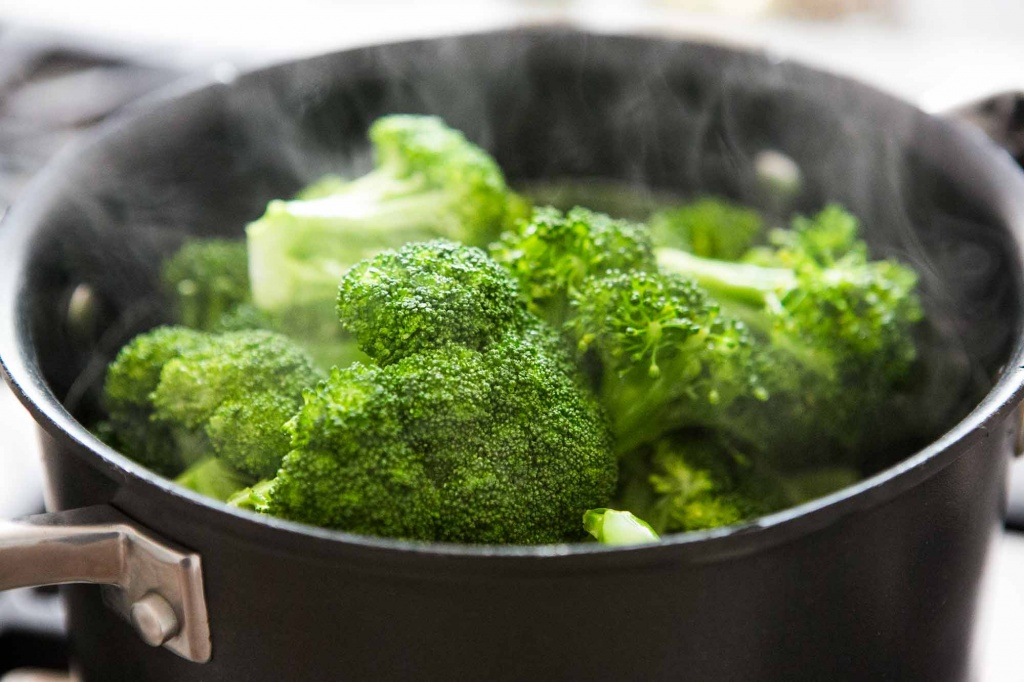 steamed-broccoli-horiz-a-2000.jpg